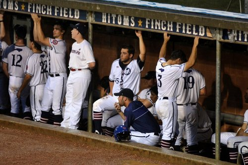 HiToms split with Mustangs on road