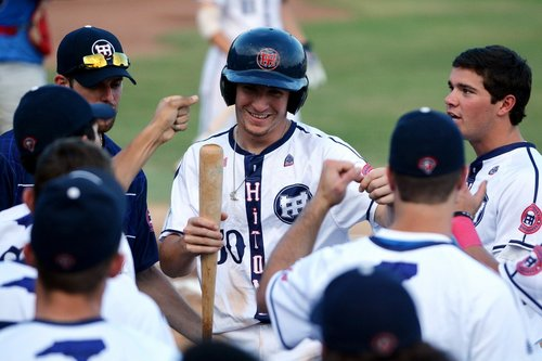 HiToms cruise to sixth straight win